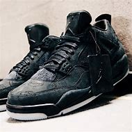 X Kaws Air Jordan Retro 4