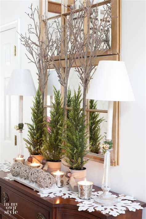 christmas decorating   foyer    style