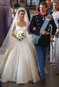 brautkleid elisabeth the royal order of sartorial splendor flashback friday princess 39 s wedding dress