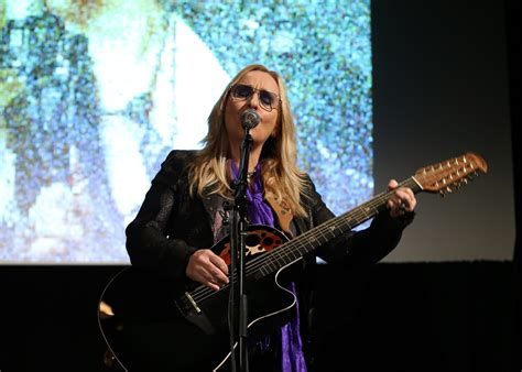 melissa etheridge sings  brad pitt  angelina jolie