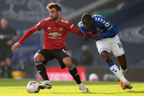 Harry maguire's game by numbers vs. Man United player ratings vs Everton: Bruno Fernandes ...