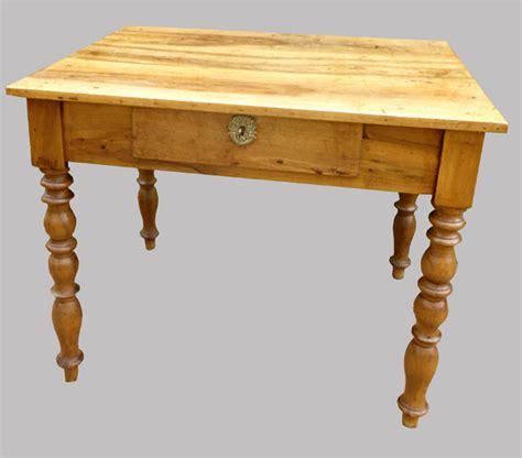 bureau en noyer joli petit bureau en noyer meuble ancien en bois clair