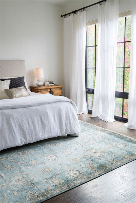 currently craving statement rugs for every space conrad