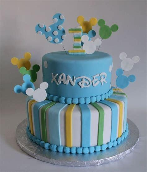 torte für baby disney thema ideen blaue zuckerperlen kochen und