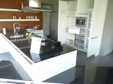 Weiße Küche Mit Schwarzer Granitplatte t k 252 che siematic hochschrankzeile granitplatten miele