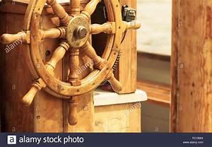 Schiff Basteln Holz : yachting schiff aus holz lenkrad segelboot detail stockfoto bild 93457424 alamy ~ Frokenaadalensverden.com Haus und Dekorationen