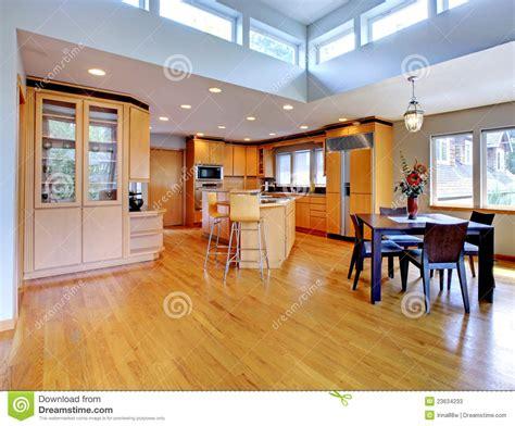 cuisine en dur grande cuisine en bois moderne de luxe photos stock