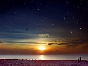 23 Eerie Pictures of Beaches at Night