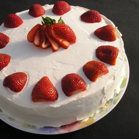 Cakes Decorated With Strawberries by Cake Decorating With Fresh Strawberries Trendy Mods