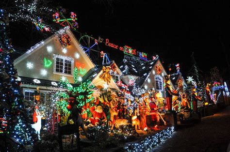 queens homeowner obsessed with christmas decor lands 50k