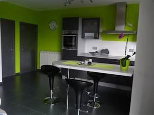 Deco cuisine gris et noir exemples d39amenagements for Idee deco cuisine avec model cuisine Équipée
