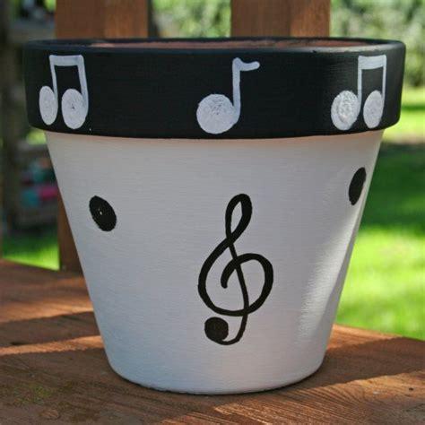 peindre pot de fleur 25 best ideas about paint pots on painting pots painted flower pots and painting
