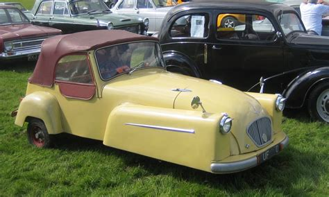 bond mini car pin  cars