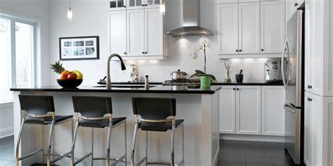 cuisine armoires blanches cuisine cuisine blanc comptoir noir cuisine blanc at