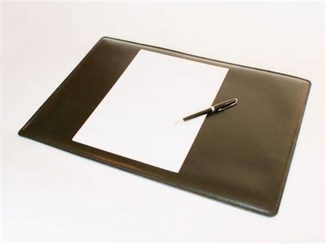 sous mains bureau tendance 3 accessoires en cuir à acquérir pour votre bureau
