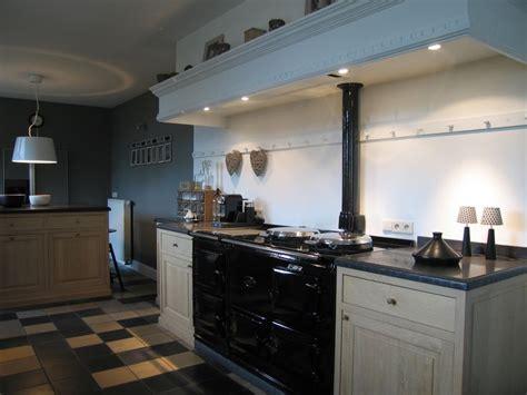 cuisine en bois massif cuisinière aga cuisine
