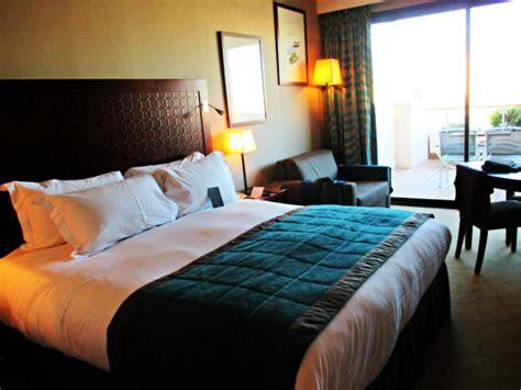 sofitel chambre 24 heures avec vue sur le vieux port au sofitel marseille
