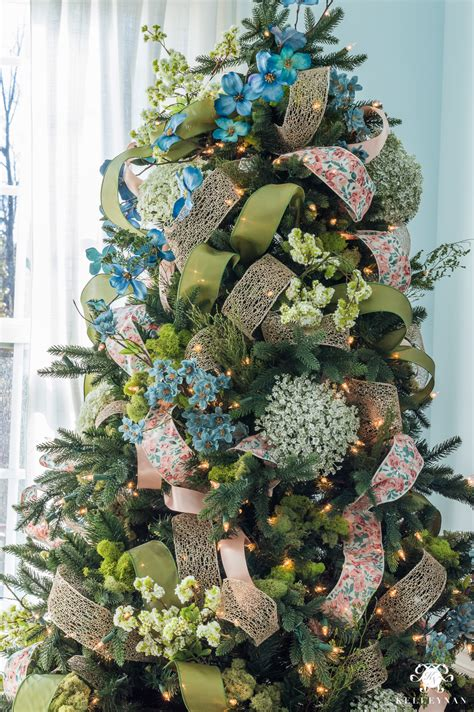 how to decorate a christmas tree from start to finish how to decorate a tree with ribbon kelley nan