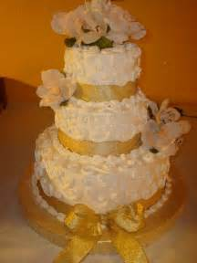 gold wedding cake weddingspies gold wedding cakes golf wedding cake toppers