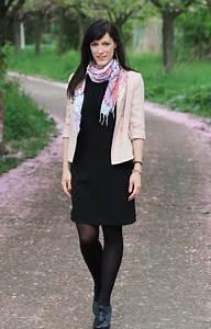 Kleid Mit Stiefeletten : schwarzes kleid strumpfhose ~ Frokenaadalensverden.com Haus und Dekorationen