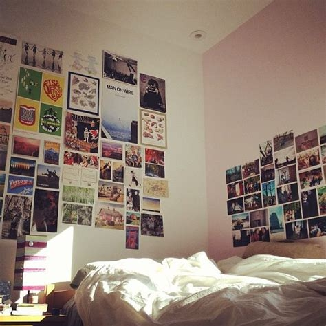 Wall décor and wall art. Photo wall collage college dorm picture idea friends bedroom   College   Pinterest   Picture ...