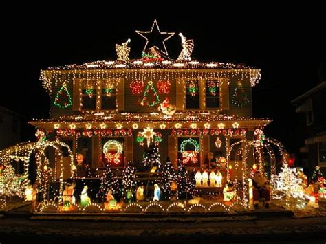 christmas decorations mansion the most insane houses with christmas decorations rofltime