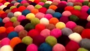 Teppich Aus Schafwolle : runder mehrfarbiger filzkugel teppich youtube ~ Markanthonyermac.com Haus und Dekorationen