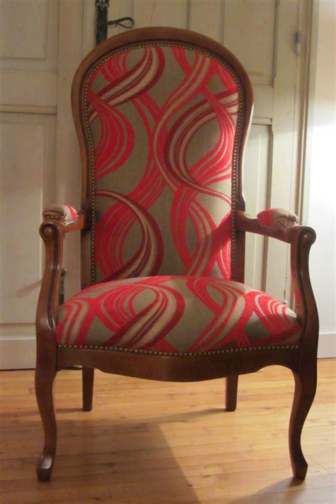 customiser un fauteuil voltaire beautiful tissus fauteuil voltaire photos transformatorio us transformatorio us