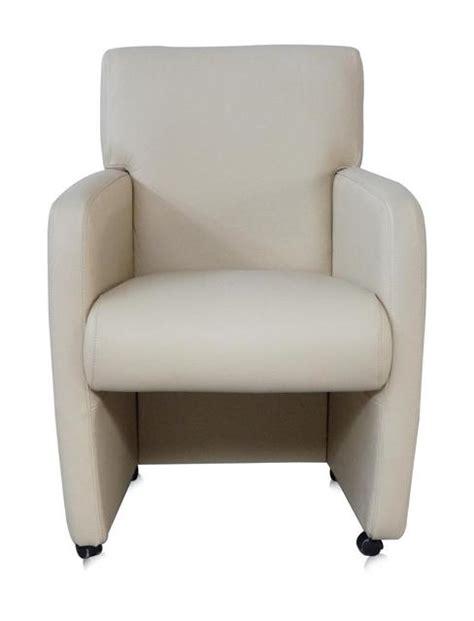 esszimmerstühle mit armlehne und rollen stuhl auf rollen mit moderner armlehne in wei 223 sofas sessel st 252 hle bei m 246 belhaus d 252 sseldorf