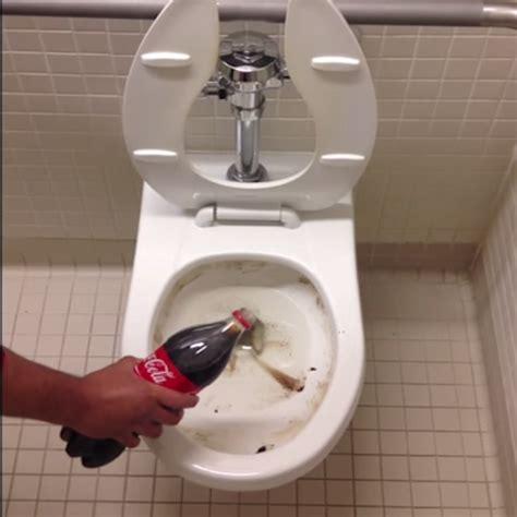 cola toilette reinigen vieze wc gebruik cola bekijk dit superleuke filmpje cleanertips wc schoonmaken