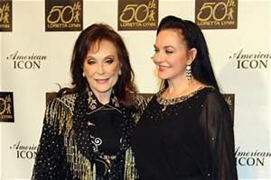 Loretta Lynn Crystal Gayle Pictures, Photos & Images - Zimbio