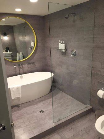 3 Tub Shower Combo by Bathroom In Premier King Room Shower Bath Combo