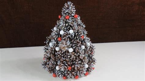 weihnachten deko aus tannenzapfen tannenbaum cristmas tree selber basteln youtube
