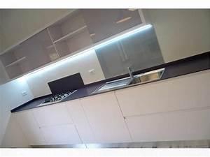 Cucina laccata su pedana in rovere sbiancato by ArredamentiAncona it