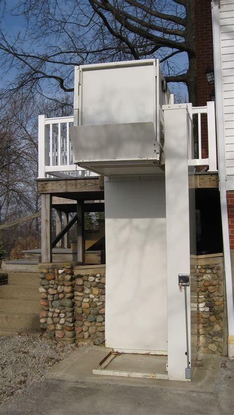 outdoor wheelchair lift accessible vehicles accessible