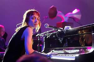 Fiona Apple Debuts Anti-Trump Song 'Tiny Hands' in Honor ...