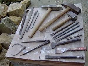 Outillage Taille De Pierre : le trousseau du tailleur de pierre entre terre et pierre ~ Dailycaller-alerts.com Idées de Décoration
