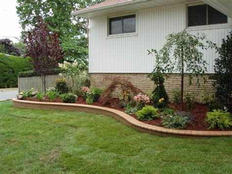 perfect landscaping ideas  front  ranch style house