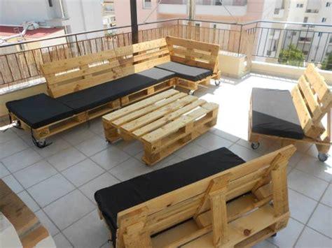 canapé en palette de bois canapé chaise banc un meuble en palette pour tous