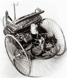 Première automobile à 3 roues à moteur à explosion de Carl ...