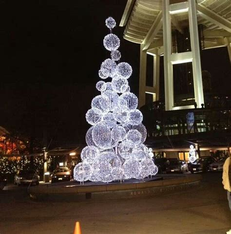 chicken wire christmas lights create chicken wire balls and cover with lights dramatic crafts and decorations