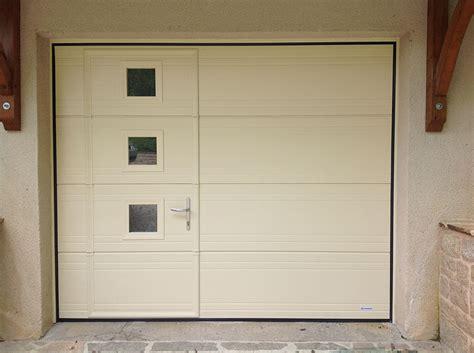 porte de garage coulissante motorisee avec portillon pose de porte de garage autour de rennes aluminium sectionnelle basculante coulissante