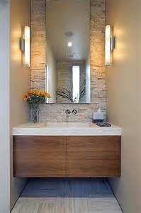 Bagno azzurro e legno : Arredo bagno per piccoli spazi foto tempo libero