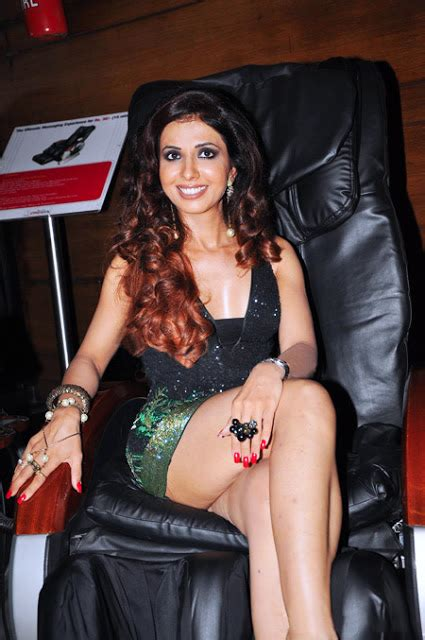 Milky Hot Thighs & Legs of Indian Celebs : Sheena Nayyar ...