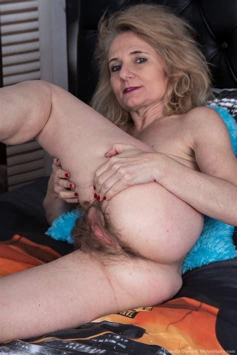 Italian Granny Lily Roma Likes Showing Her Bush Photos