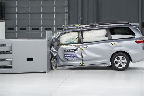 minivans  crushed  latest iihs small overlap tests
