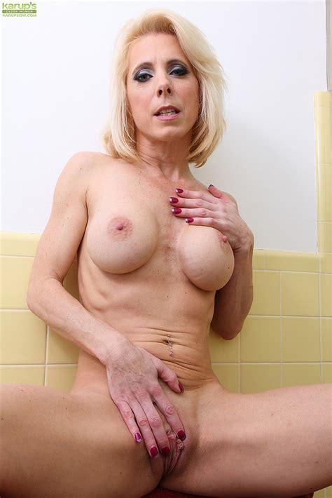 Jodie Stacks Pamper Her Bewbies And Her Minge Milf Fox