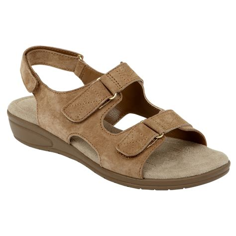 cobbie cuddlers womens sandal beatrice brown shoes