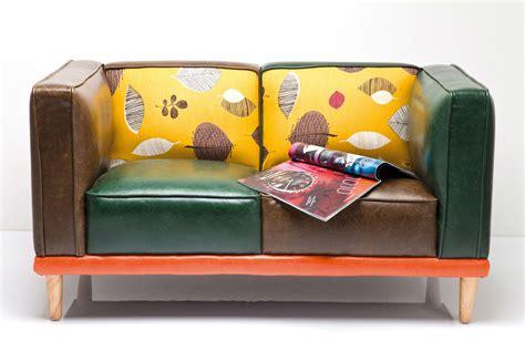canapé original en cuir coloré