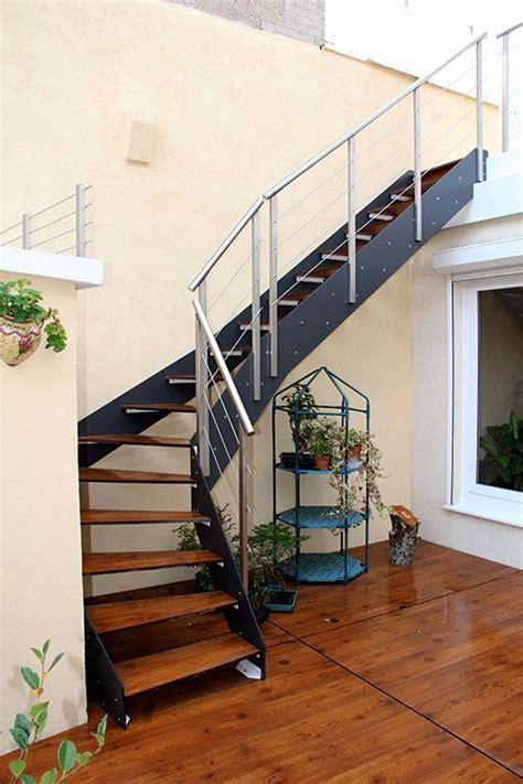 escalier de type loft ext 233 rieur avec limon cr 233 maill 232 re thermo laqu 233 gris loft escalier